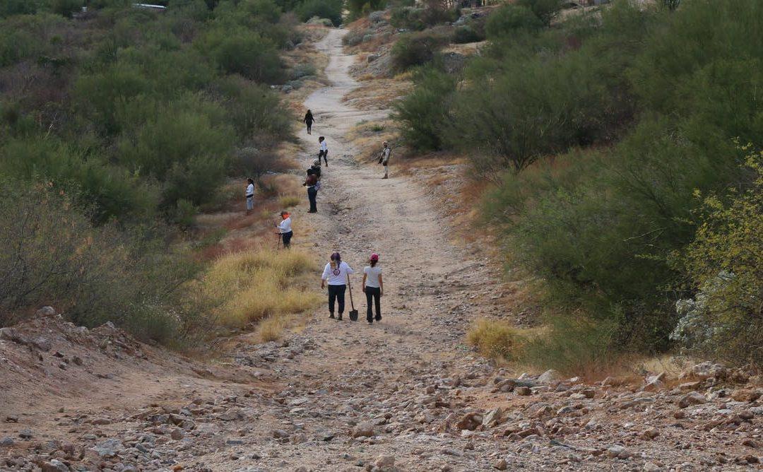 """Buscan a sus """"tesoros"""" en el desierto para """"darles la muerte"""" que la desaparición les ha negado"""