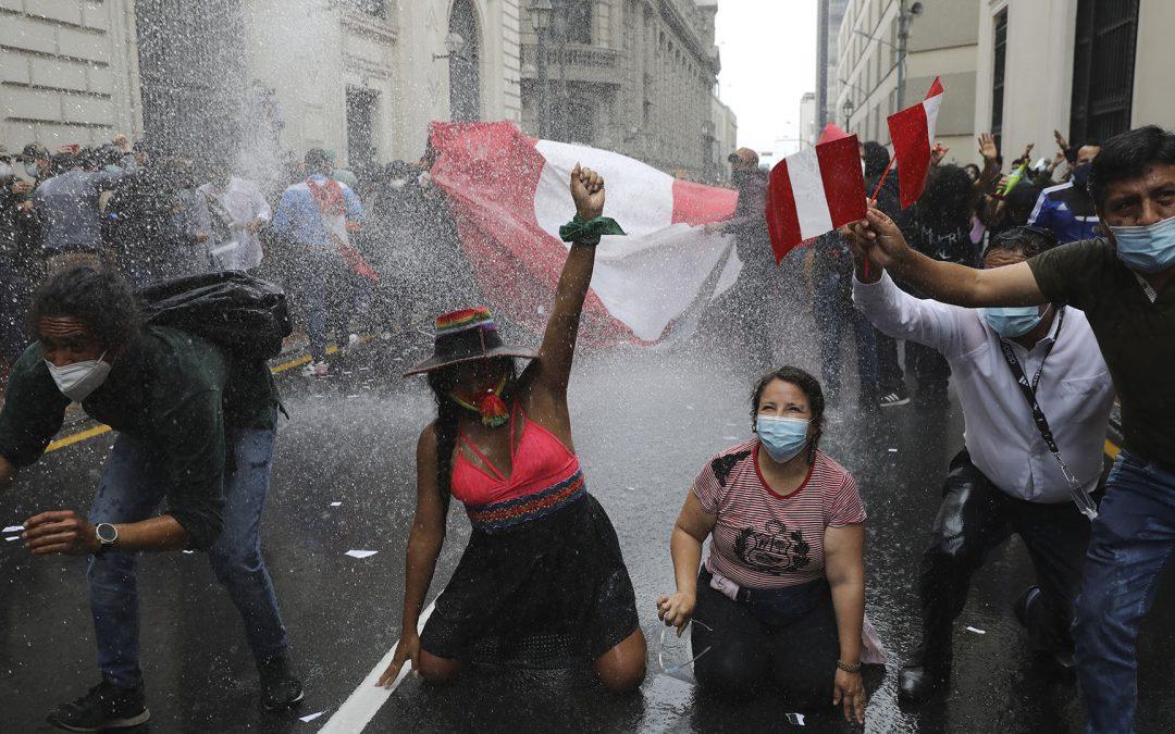 Los seis días en que Perú se asomó al abismo del autoritarismo represivo